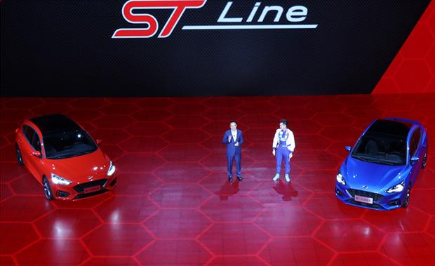 全新福克斯首次增加了ST-Line车型,同样分为两厢版和三厢版。