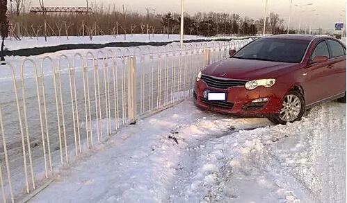 快收藏起来吧!雪天汽车侧滑怎么处理?_车猫网
