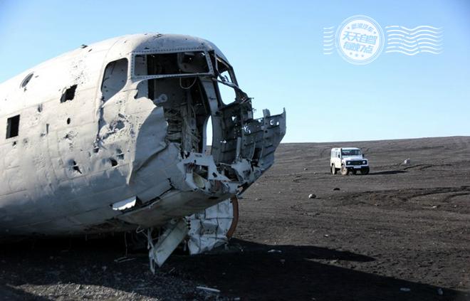 自驾 惊呆了!黑沙滩上的美海军飞机残骸_车猫网