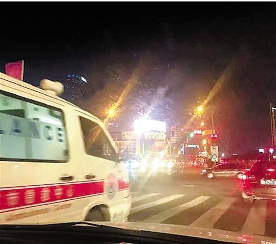 救护车前行的路豁然开朗。