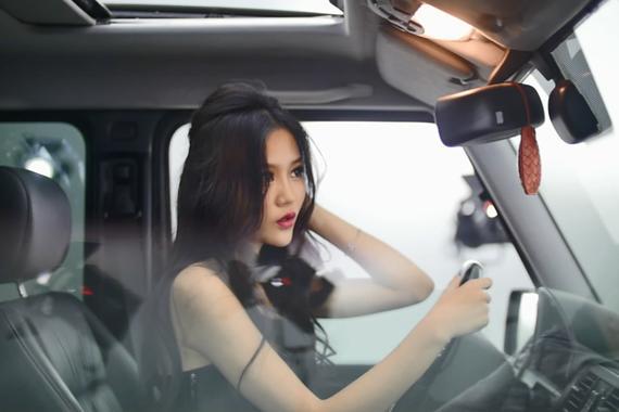 视频:俏皮小魔女撩动心弦!性感报天气
