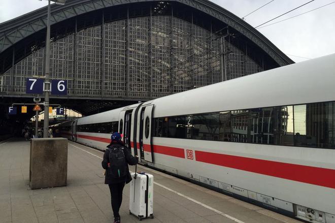 科隆火车站站台。
