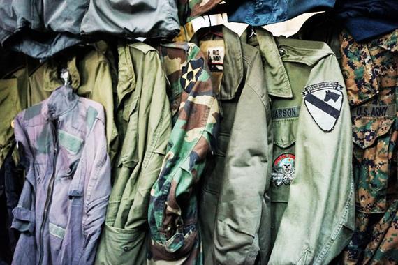 视频:[Going]二手市场海淘越战军事品