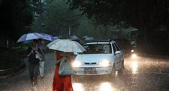 夏季自驾必看!途中遇大雨水淹怎么办?
