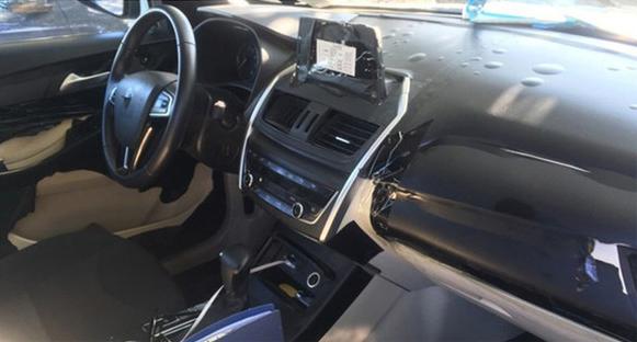 宝沃全新SUV-'BX5'内饰曝光 配悬浮大屏