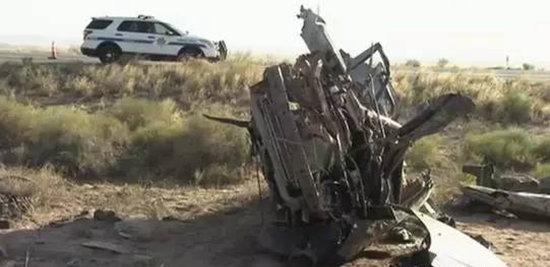 被撞毁的车辆,旅车被装的面目全非