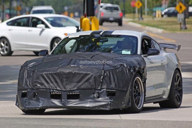 全新Mustang Shelby GT500路试谍照曝光
