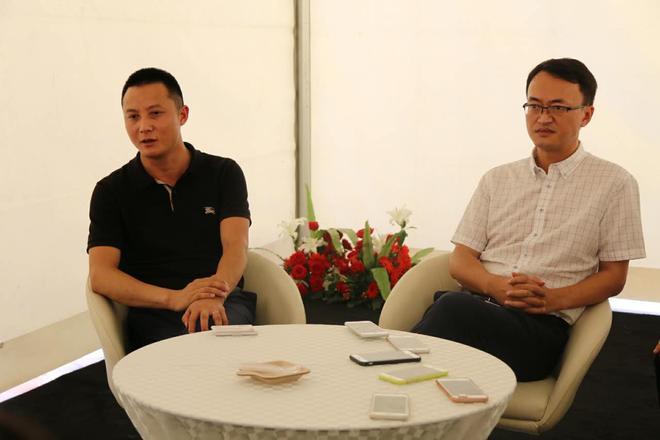 川汽野马销售公司总经理郝光华(左);川汽野马销售公司董事长安舟(右)