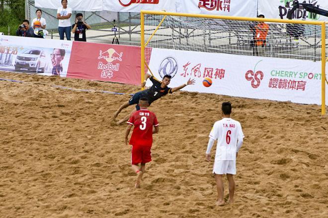 东风风神携沙滩足球的魅力引爆八月的草原