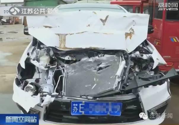 新车刚买23天, 司机却故意把它撞报废