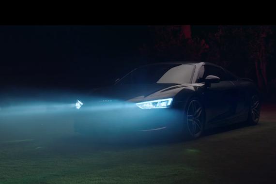 视频:奥迪R8激光大灯的另一种用途