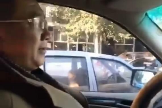 视频:妻子坐在副驾驶!还能开好车吗?