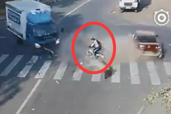 视频:惊呆了!车祸夹缝中的幸存者