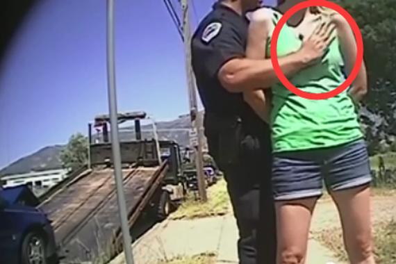 视频:年轻女子被控酒驾 搜身遭警察袭胸
