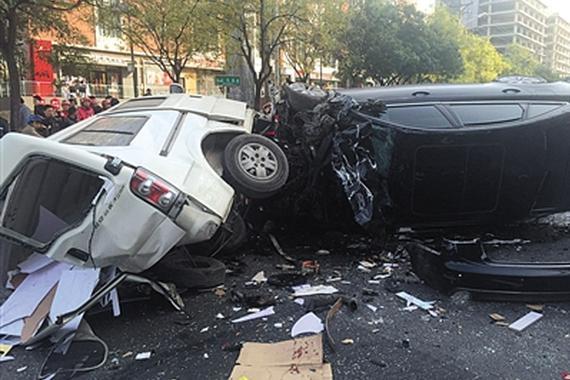 视频:北苑发生严重车祸 9车相撞多人受伤