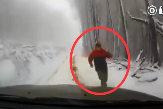 视频:司机雪地忘拉手刹!经历了绝望