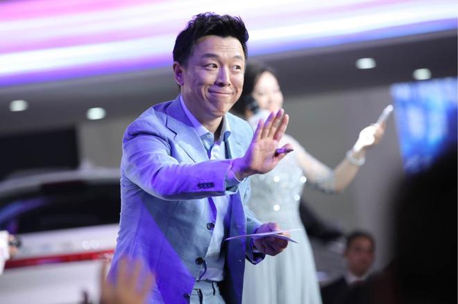 演员黄渤助阵风度展台