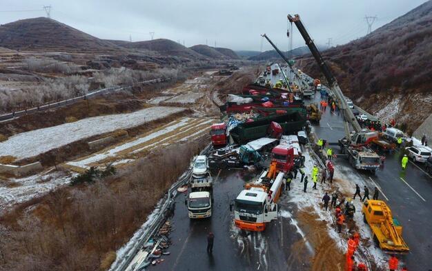 山西发生特大交通事故 17死37伤