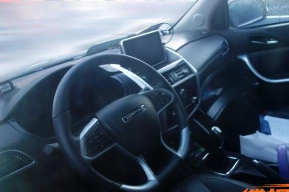 配悬浮式屏幕 比速全新7座SUV内饰谍照