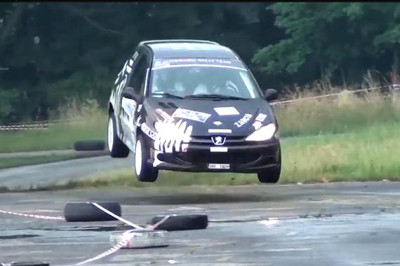 视频:2016年拉力赛事故 新老车同台竞技