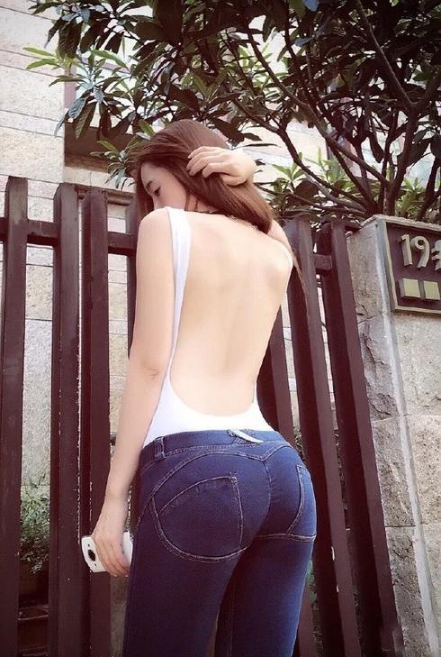 每日趣图| 女子公交上直接脱裤子小便