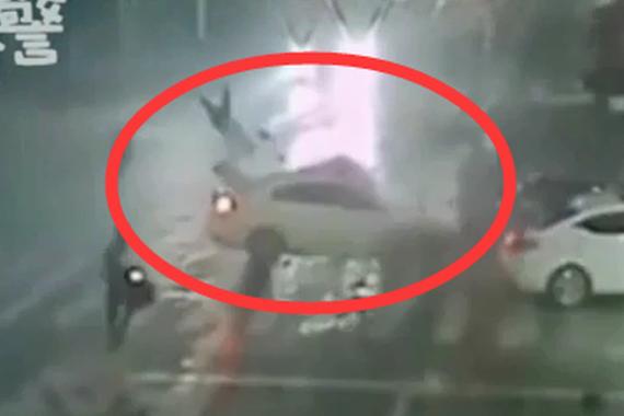 """视频:""""马路保龄球""""!二次事故更恐怖"""
