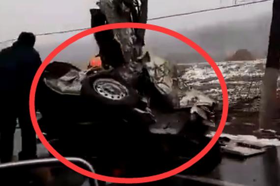 视频:恐怖车祸!撞得连颜色的都认不出