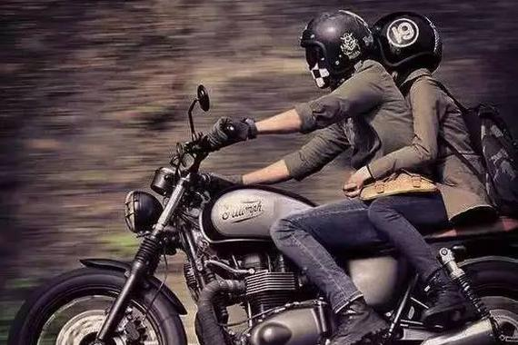 别以为光骑个摩托就可以撩妹