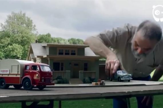 视频:没地方拍汽车大片!他创造一方天地