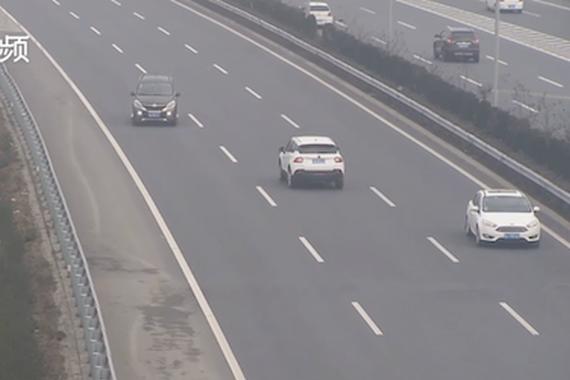 视频:What?司机以为高速可以上倒车逆行