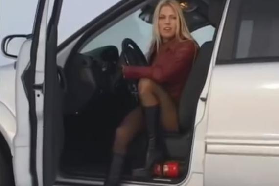 视频:女司机雪中自救!真叫人刮目相看