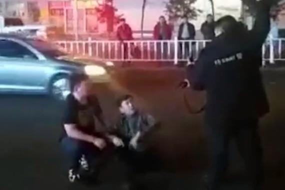 视频:嫌疑人阻挠执法 民警鸣枪制服