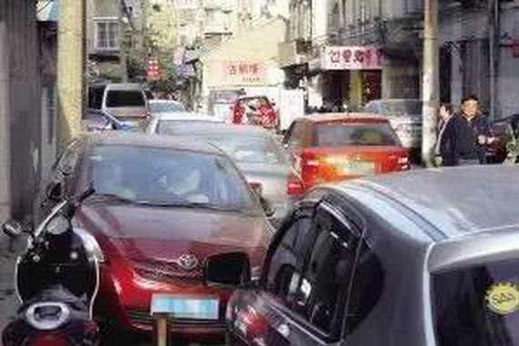 有一种停车叫:停自己的车让别人无路可走