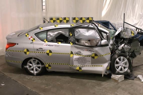 视频:车速90km/h的暴力碰撞测试哪家强?