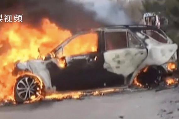 视频:司机被困火海狂喊救命,路人急救