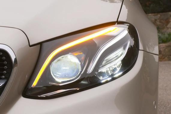 视频:2018款奔驰E级轿跑车灯光等配置