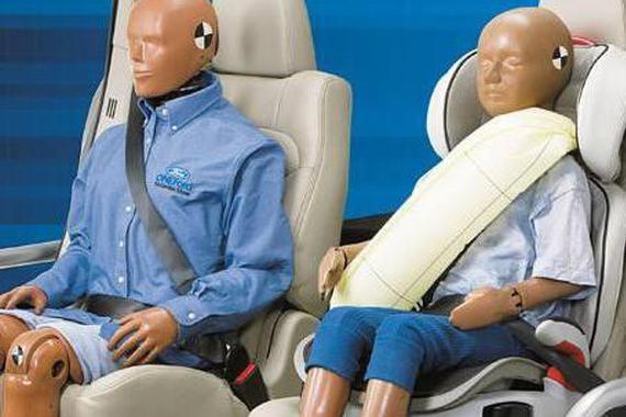 乘客不系<em>安全</em>带,配多少气囊才能保<em>安全</em>?