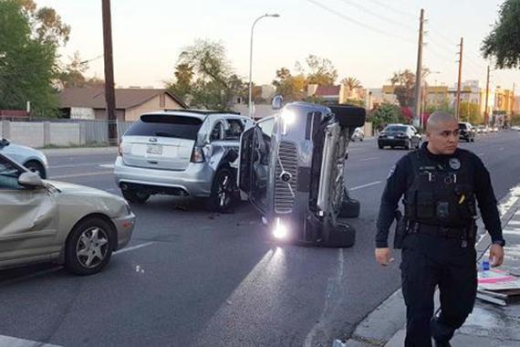 暂停自动驾驶<em>测试</em> Uber<em>测试</em>车辆被撞翻