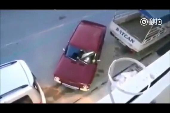 视频:新手醒目!这才是正确的停车法!