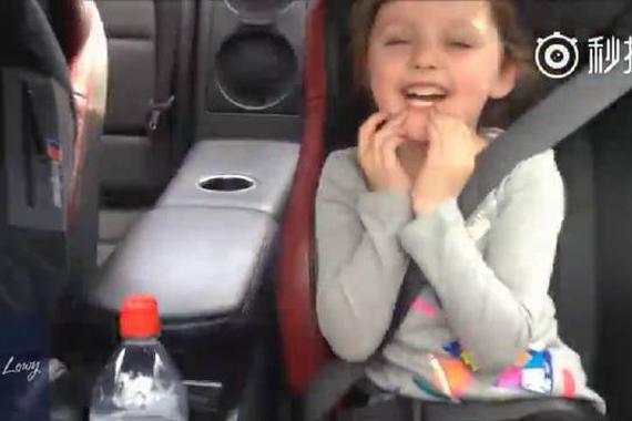 视频:亲闺女!陪父亲感受速度与激情