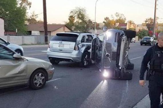 又玩脱了 Uber自动驾驶测试车辆被撞翻
