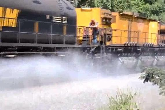 视频:要上天!牛人改装12个缸的三轮摩托