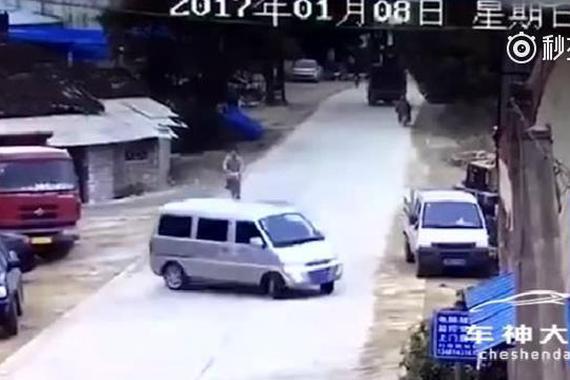视频:老司机,高超车技躲过几十万赔偿!