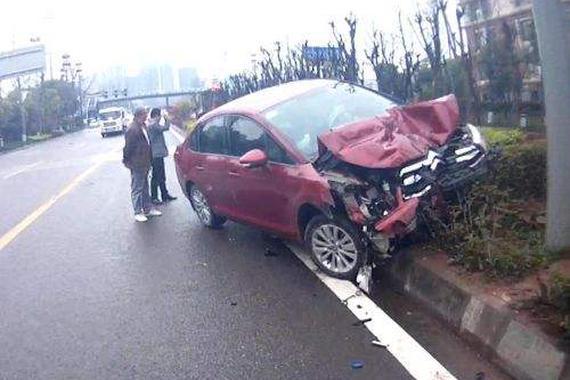 男子借车给未成年人酿车祸 拒不赔偿被拘