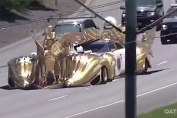 视频:实拍土豪出行,座驾有点霸气啊!