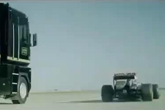 视频:F1在雷诺卡车下面穿行