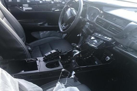 提供8AT 曝比速全新轿跑SUV内饰谍照