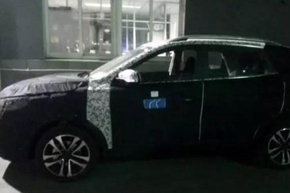 搭载两款发动机 曝荣威全新SUV路试谍照