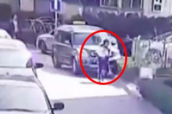 视频:新手女司机驾逆行!撞人碾压全都来