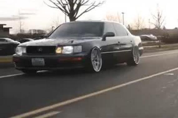 视频:国外改装车群魔乱舞盛宴